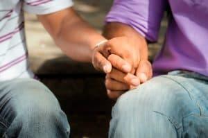 Como casais homossexuais podem realizar o desejo de ter filhos?